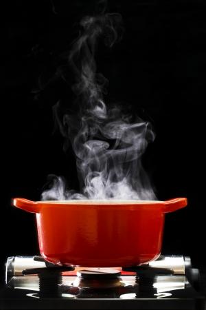 utensilios de cocina: Una olla hirviendo Foto de archivo