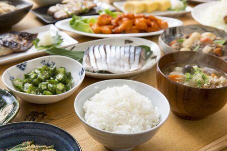 Cocina casera japonesa, varios tipos de platos preparados Foto de archivo