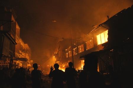 incendio casa: Casa de incendios