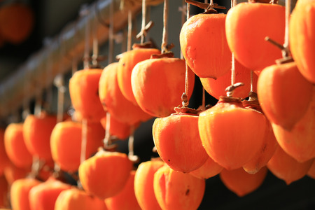 Japan's countryside scenery hanging dried persimmons in the eaves of the house 免版税图像