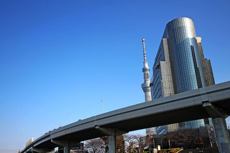 Tokyo Sky Tree and highway viaduct and modern building Stockfoto