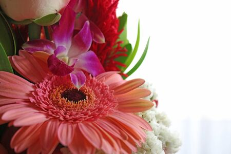 Flower arrangement that is suited for summer