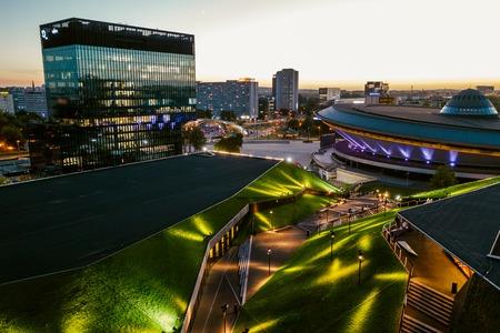 Katowice, Polska - 12 września 2018: Nowoczesne centrum Katowic z zielonym dachem Międzynarodowego Centrum Kongresowego i słynnej hali sportowej Spodek
