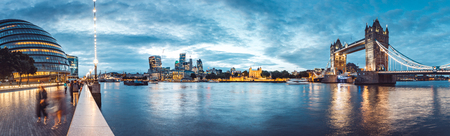 The banks of river Thames with Tower Bridge right after the sunset 스톡 콘텐츠