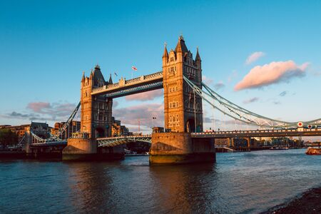 Tower Bridge in London illuminated by the setting sun 스톡 콘텐츠