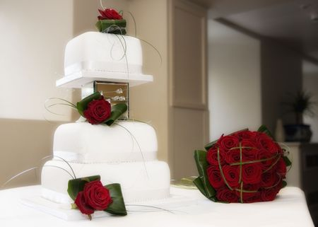 cake tier: Beautiful wedding cake and red roses
