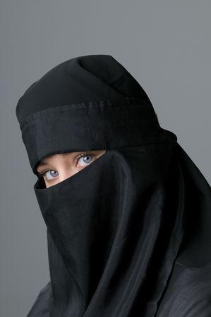 burka: Bella dagli occhi blu donna in Medio Oriente velo Archivio Fotografico
