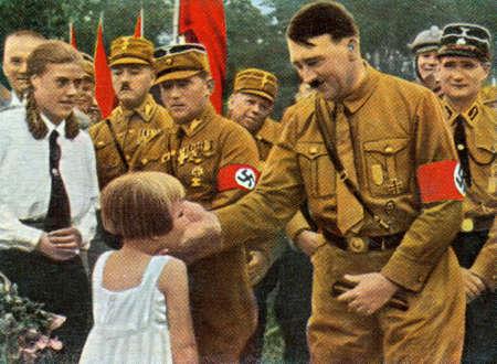 racismo: ALREDEDOR de 1933: Raras cigarrillos vintage alem�n tarjeta desde 1933. �lbum de Kampf Ums Dritte Reich.
