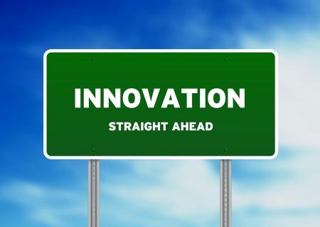 innoveren: Afbeelding met hoge resolutie van een innovatie straat ondertekenen op Cloud achtergrond.