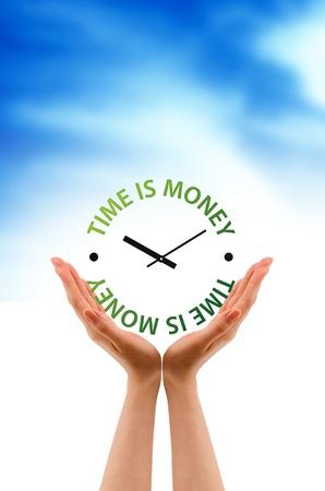 gestion del tiempo: Gr�fico de alta resoluci�n de tiempo de manos es signo de dinero. Foto de archivo