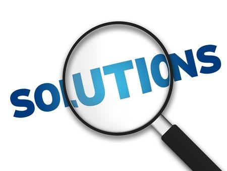 Vidrio de aumento con la palabra soluciones sobre fondo blanco.