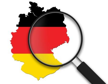 白い背景のドイツ地図付きの虫眼鏡。