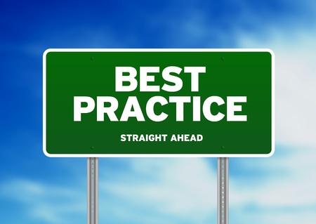 oefenen: Groene beste praktijk snelweg teken op Cloud achtergrond.  Stockfoto