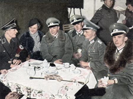 adolf hitler: CIRCA 1933: Rare German vintage cigarette card from the 1933 Der Staat der Arbeit und des Friedens album, Part 2, Picture 309.