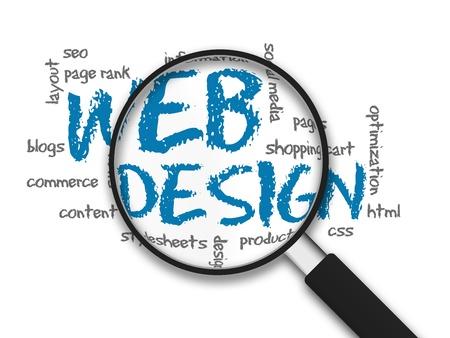 seo: Vergrootglas met webdesign woorden op een witte achtergrond Stockfoto