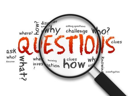 Vergrootglas met vragen woorden op een witte achtergrond Stockfoto