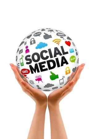 Mains tenant un signe social 3d Sphère Média sur fond blanc. Banque d'images - 12253074