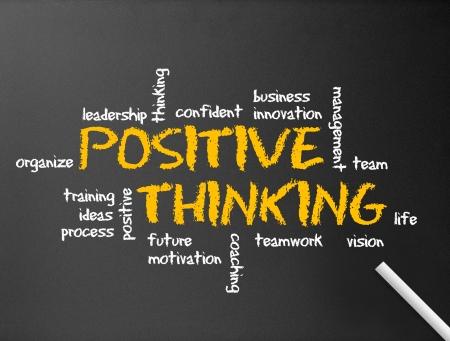vzdělání: Tmavě tabule s pozitivním myšlení ilustraci.