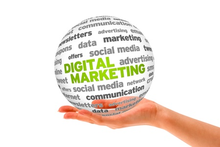 marketing strategy: Hand h�lt ein 3D Digital Marketing Kugel auf wei�em Hintergrund.