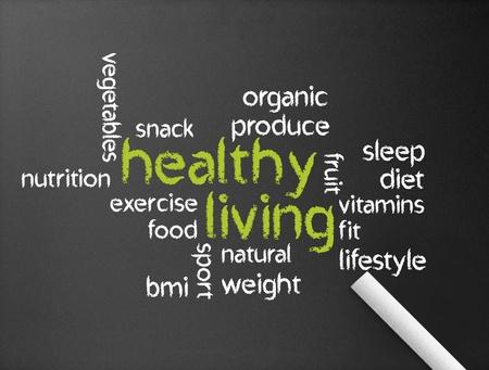 dieta sana: Pizarra oscuro con una ilustraci�n de una vida saludable.