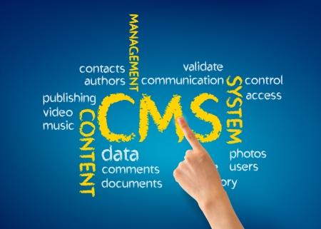青色の背景でのコンテンツ管理システム図で指している手。 写真素材
