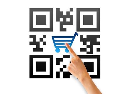barcode scan: Mano apuntando a un QR de comercio electr�nico icono.