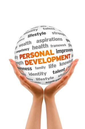 personal identity: Manos sosteniendo una palabra personal de desarrollo de signo esfera sobre fondo blanco.