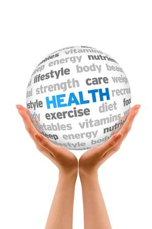 Handen die een Health Word Sphere op een witte achtergrond.
