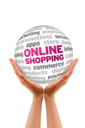 Manos sosteniendo una esfera Compras en línea de Word en el fondo blanco.