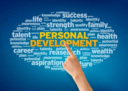 personal identity: Mano que se�ala en una nube de desarrollo personal de palabras en fondo azul.