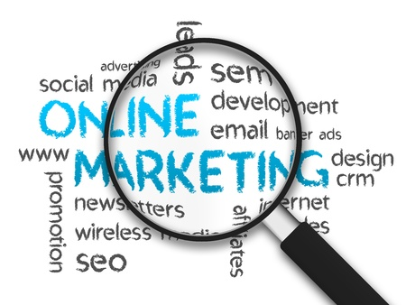 흰색 배경에 확대 된 온라인 마케팅 단어 그림입니다. 스톡 콘텐츠