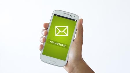 Eine Person, die ein Handy Überprüfung neuer Nachrichten. Standard-Bild - 18133559