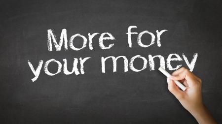 Eine Person Zeichnen und deutete auf ein Mehr für Ihr Geld Chalk Illustration Standard-Bild - 20455407