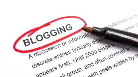 Bloggen toelichting bij post rood omcirkeld. Stockfoto