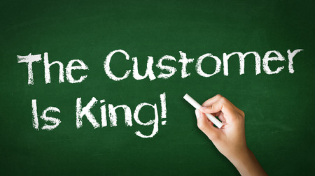 A person drawing and pointing at a Customer is King Chalk Illustration Stockfoto