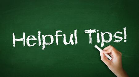 Eine Person, die Zeichnung und zeigt auf eine Hilfreiche Tipps Chalk Illustration Standard-Bild - 25604269