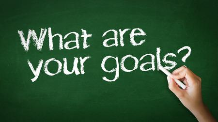 Un disegno persona e che punta a un Quali sono i tuoi obiettivi Illustrazione Chalk