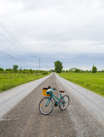 Old recreational bike in the middle of a gravel road 版權商用圖片
