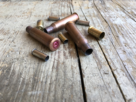 Close up view of ammunition casings on a wood background 版權商用圖片