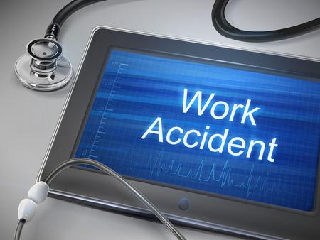 Palabras de accidentes de trabajo que aparecen en la tableta con el estetoscopio sobre la mesa Foto de archivo - 35027312