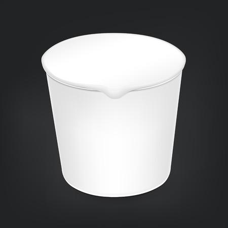 기밀: 검은 배경에 고립 된 빈 음식 컵 패키지
