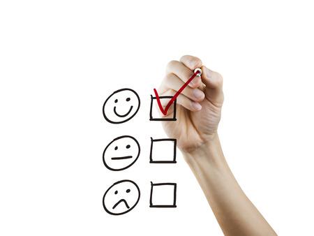 servicio al cliente: cuestionario de servicio al cliente dibujado a mano en un tablero transparente