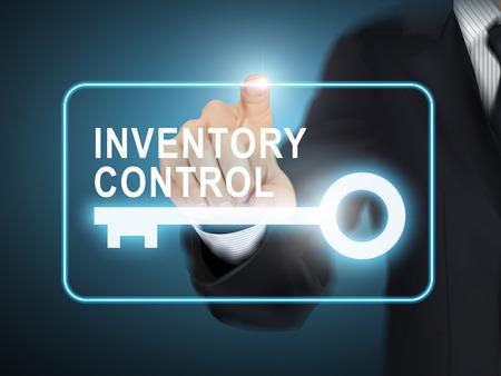男性手を青の抽象的な背景の上在庫管理キー」ボタンを押すと  イラスト・ベクター素材