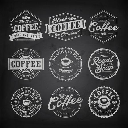 Retro koffiewinkel label ontwerp geïsoleerd op schoolbord