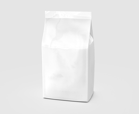 Pearl white coffee bean bag mockup, blank foil bag template in 3d rendering Banque d'images