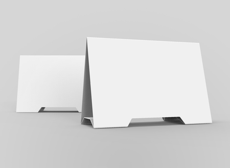 Blank table tent, 3d render table card set mockup for design uses, triangular paper card for business meeting or restaurant menu Foto de archivo - 97269469