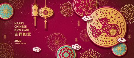 Diseño de banner de corte de papel de año de la rata con ratón sosteniendo calabaza botella sobre fondo rojo dorado y burdeos, auspicioso escrito en palabras chinas Ilustración de vector