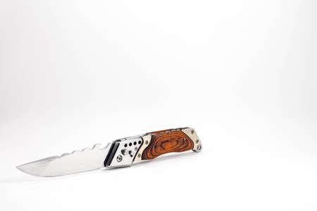 白い背景に折り畳み式のナイフのポケット