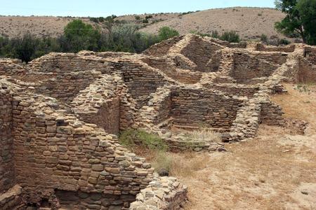Ruines d'habitations en pierre avec de nombreuses pièces Banque d'images - 66902012
