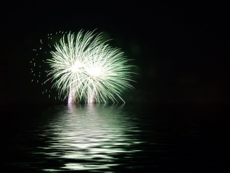 Vuurwerk boven water Stockfoto - 617892